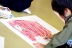 画鋲を使わず子どもの絵を飾ろう!取り替えるのも簡単♪