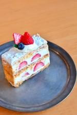 可愛いイチゴのミルフィーユケーキのサンプルを作ろう♫4月22日・23日は三井アウトレットパーク竜王でキッズレジャープログラムに参加しよう!