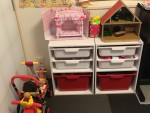"""おもちゃを可愛くお片づけ♪IKEAの定番商品""""トロファスト""""風のおもちゃ収納が、身近なあそこで買える!!"""
