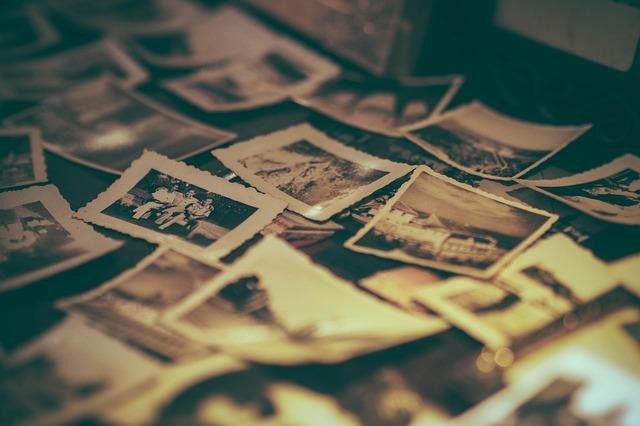 album-2974646_640