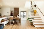 キッチンから部屋中を見渡せ、家族を近くで感じられるモデルハウス公開中!!