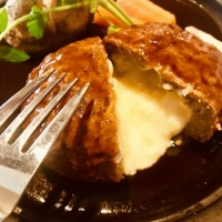 ハンバーグ チーズイン 食べ物 ファミレス