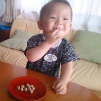 ピースマム2018.3 ヒエボウロを食べる次男