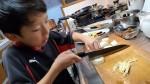 子どもを料理好きに育てたい方必見!包丁は何歳から、どんな物を持たせる?