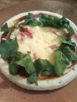業務スーパーのお得で美味しいピザ生地やピザソースで激安&激旨ピザパーティーしませんか? 子どもと一緒にトッピングするのも楽しい♪