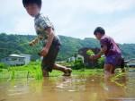 【5/2(日)】GWは田んぼで遊ぼう!田植え体験&どろんこ遊びイベント開催!昔ながらの手植えに親子でチャレンジしてみよう!