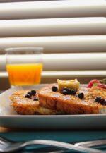 《7月22日~》彦根市ジュブリルタンカフェにて、旬の桃といちじくを使用した「季節のフレンチトースト」が登場!